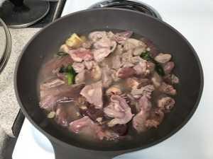 鸡杂能和土豆一起炒吗 手的把手一步一步教你做鸡杂炖土豆